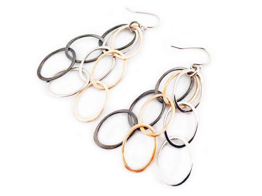 Ohrringe im angesagten Materialmix